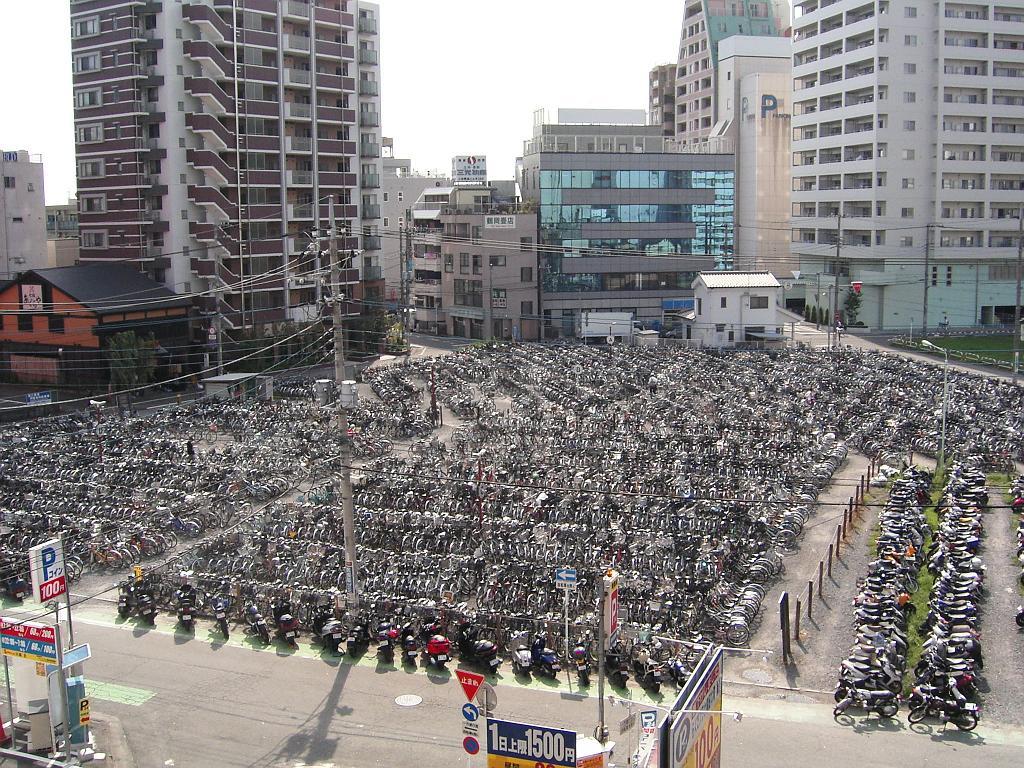 Традиционная велопарковка в Японии.jpeg